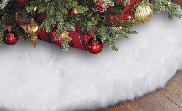 10 Best Christmas Tree Skirts & Collars Reviews for 2020